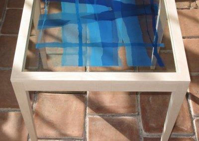 Sidobord med screentryckt laminerat glas