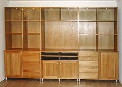 Specialbyggd bokhylla