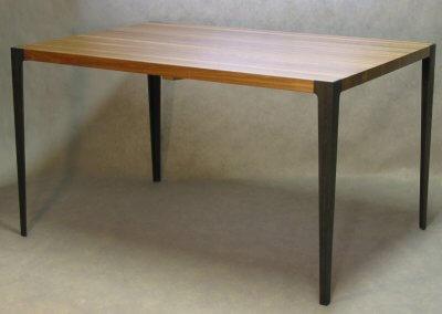 Matbord med skiva i massivt trä